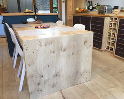 Cantilevered Table End