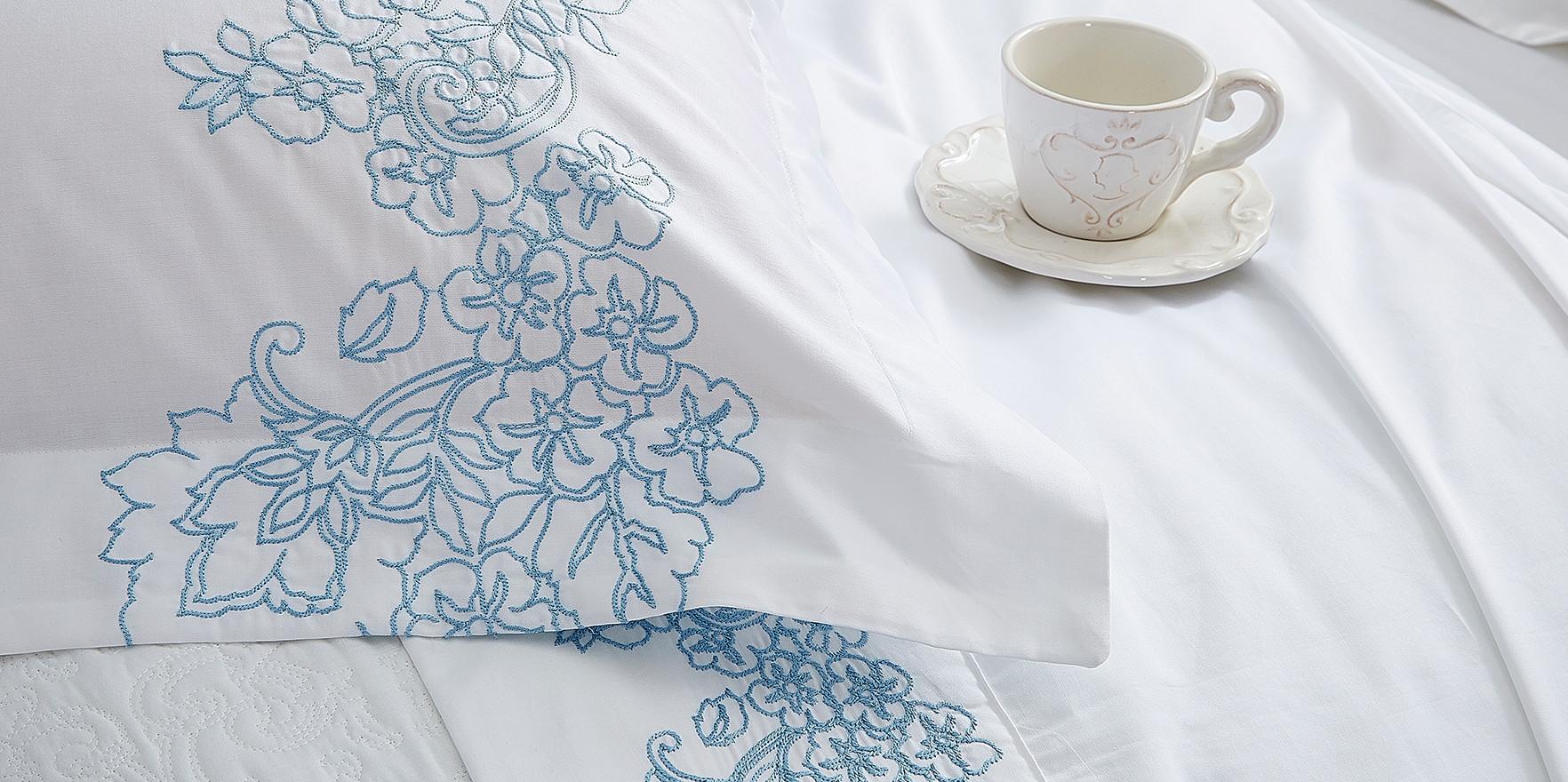 Flowers Azul Detalhe do Bordado
