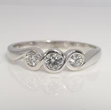 9ct white gold 3-stone diamond ring