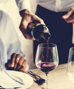 restaurant-staff-pouring-wine-1100x600-1