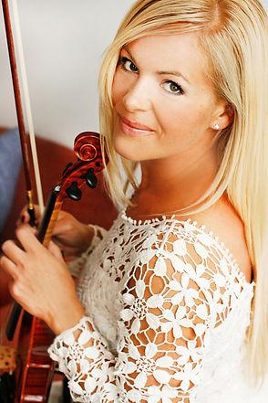 Hochzeitsgeigerin-Joanna-Suchon-Kirchlic