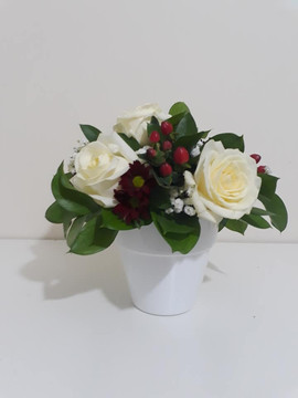 ivory rose arrangement in pot - fresh flowers