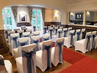 White and navy wedding ceremony room.