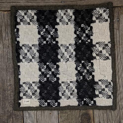 Sitteunderlag -cream/black woven
