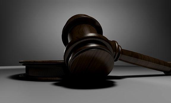 judge-3665164_1920_edited.jpg
