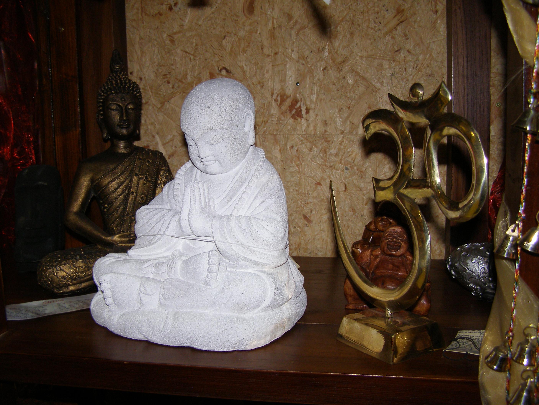 Buddhas und Statuen