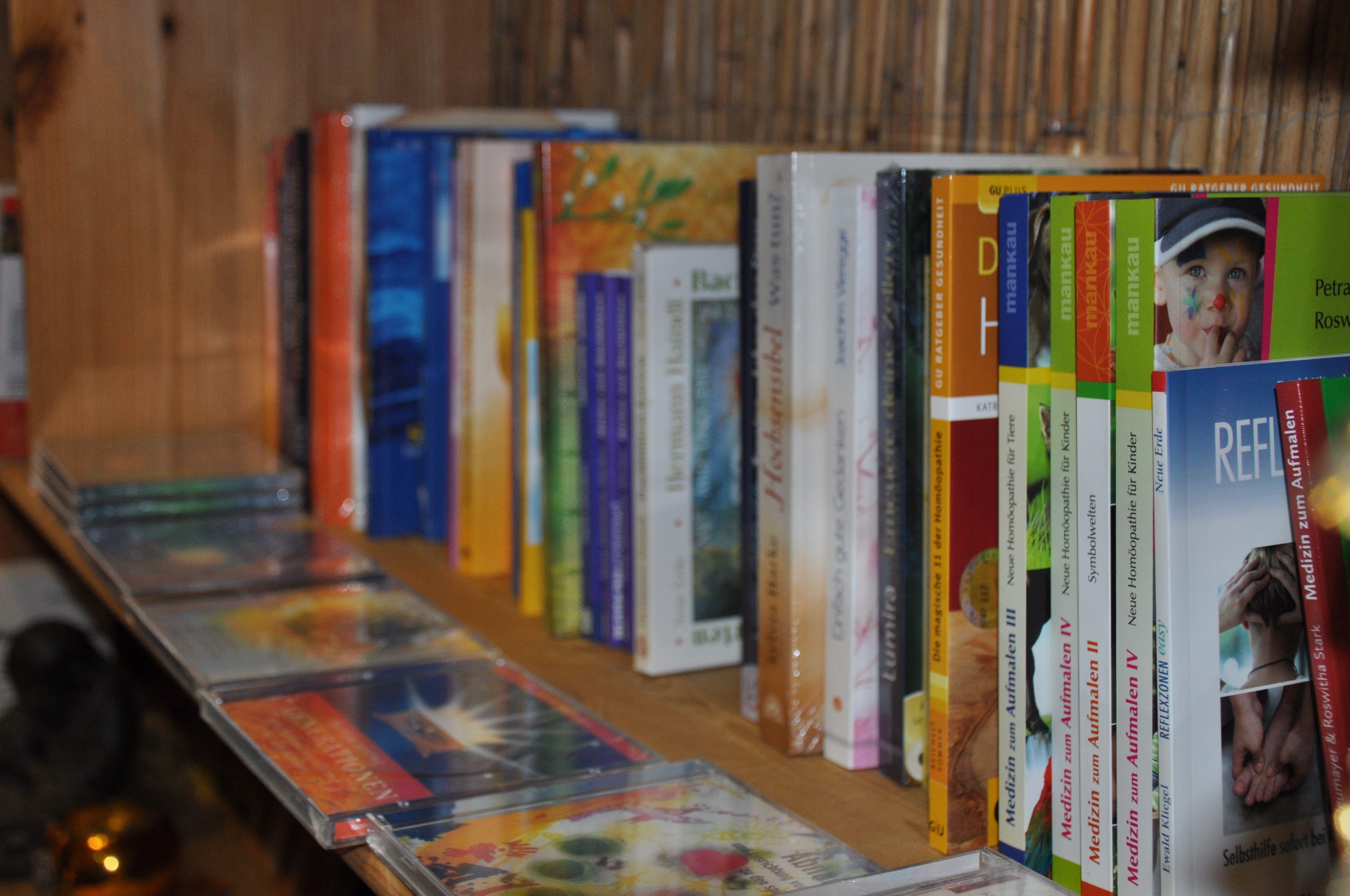 Bücher und Kartenset