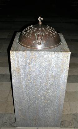 Detail_Taufsteindeckel,_Kirche_St.Wolfgang_Nürnberg,_Bronze