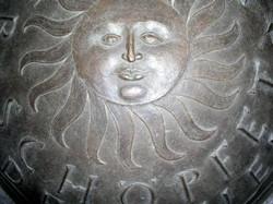 Detail_Weihwasserkessel,_Kirche_St.Wolfgang_Nürnberg,_Bronze