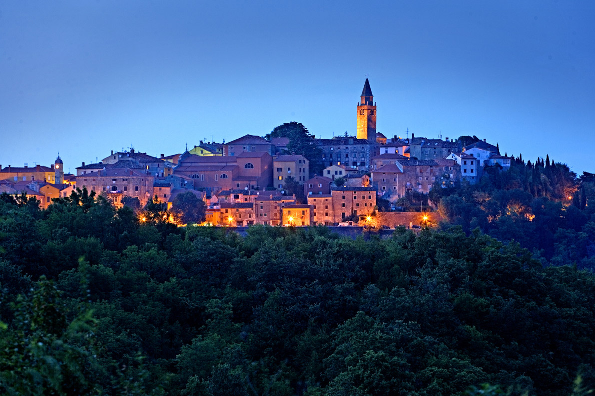 Labin by night