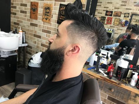 barba é na barba branca barbearia