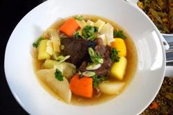 boeuf aux légumes dans sa bouillon