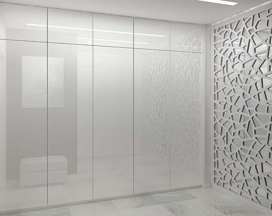 Встроенный шкаф с белыми фасадами