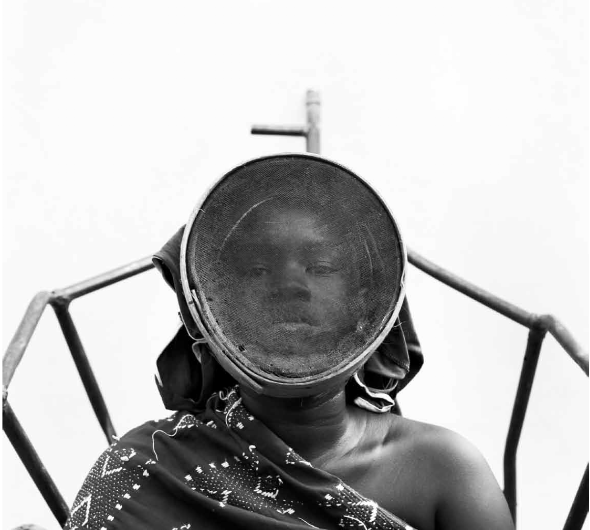Fatoumata Diabaté, 2013, Tèmè, série L'homme en objet, Bamako, Mali. Impression pigmentaire sur papier Museum natural silk 300g