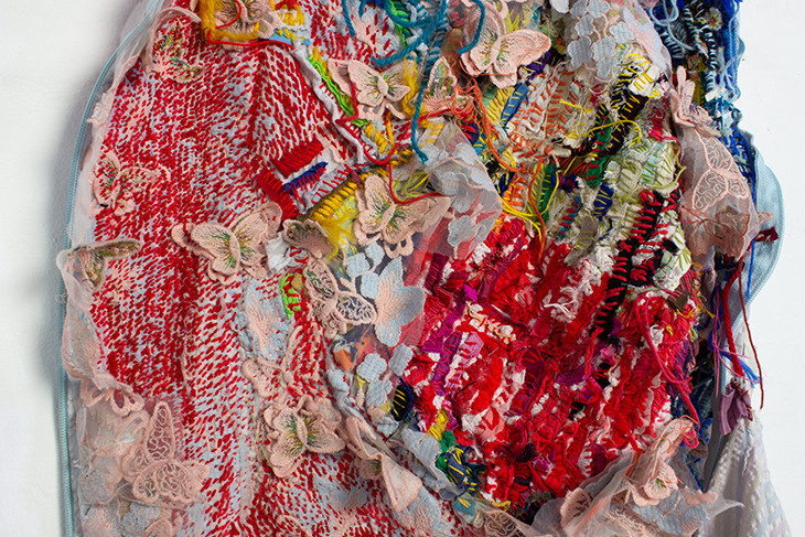 Georgina Maxim, 2020, Deal with it, textile et technique mixte, 90 x 60 cm