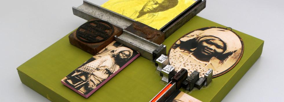 Kelani Abass, 2020, Scrap of Evidence (Igbayi), technique mixte sur bois (pièces d'imprimerie métalliques, huile sur toile, impression digitale, cadre, tampon en caoutchouc), 37 x 37 cm