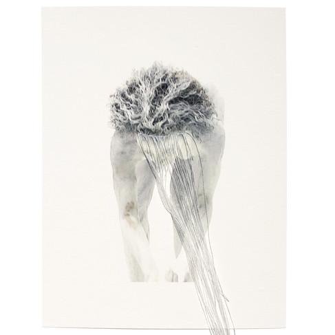 """M'barka Amor, 2020, """"Now I'm White / Prolongement"""", tissage de fil de soie, impression numérique sur papier rag fine art, 20 x 15 cm"""
