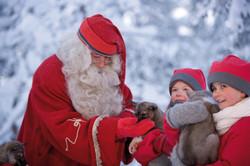 santa-elves-and-husky-pups-rovaniemi-1