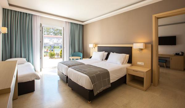 Paleros Beach Resort