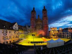 Die-spektakulaeren-Lichtprojektionen-der-Freiluft-Oper-Le-Cid-verwandeln-die-beruehmte-St