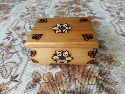 Jewellery box - small, with magnet
