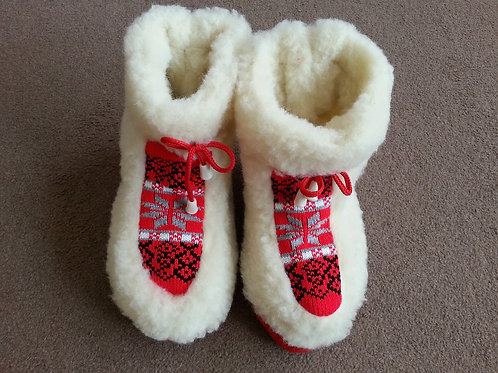Ladies woolen slippers