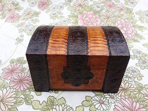 Jewellery box without key