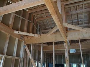 松岡にて増築工事の建方がありました。