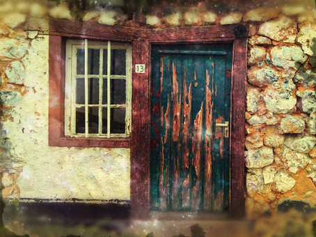 Het huisje en de weg naar binnen