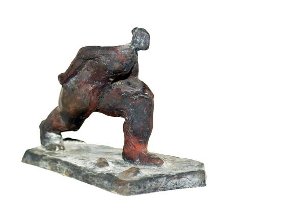 Frau in Eile · Bronze · 2016 · 15 x 21 x 11 cm