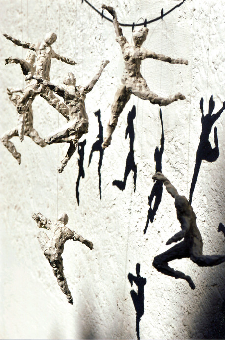 Tanz i. d.  Schwerelosigkeit-2 · Hartgips-Guss · 2014 · 90 x 75 cm