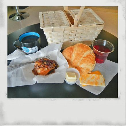 Breakfast at 3B's Inn