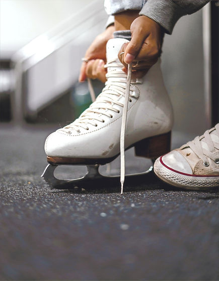 person%2520wearing%2520white%2520leather%2520ice%2520skate_edited_edited.jpg