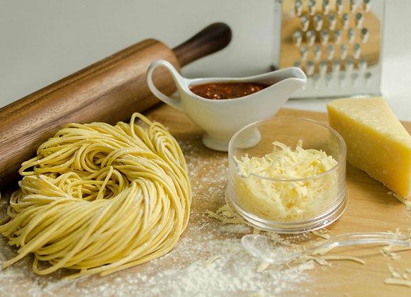 Menú 3 - Tallarines, salsa y queso  (5 personas)