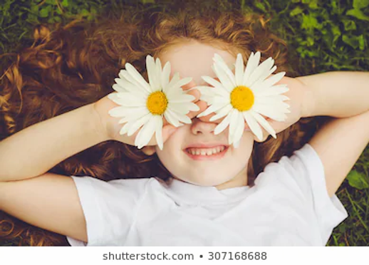 child-daisy-eyes-on-green-260nw-30716868