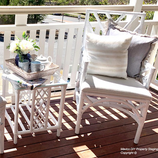 Outdoor side table - styling