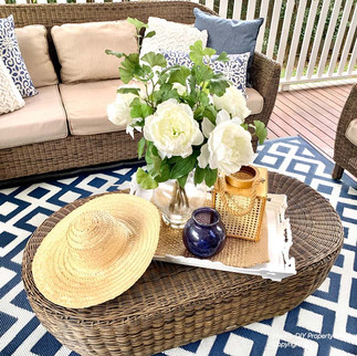 Outdoor coffee table - styling