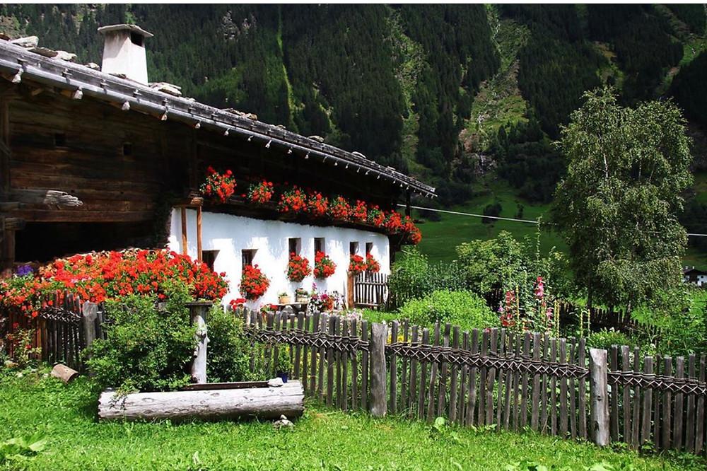 Alter Hof mit Bauerngarten