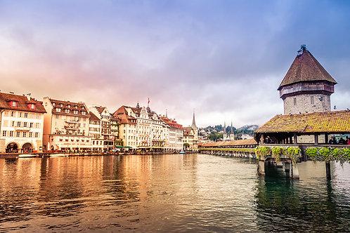 Lucerne | Chapel Bridge in Lucerne Switzerland | Tammy Riegel Photography