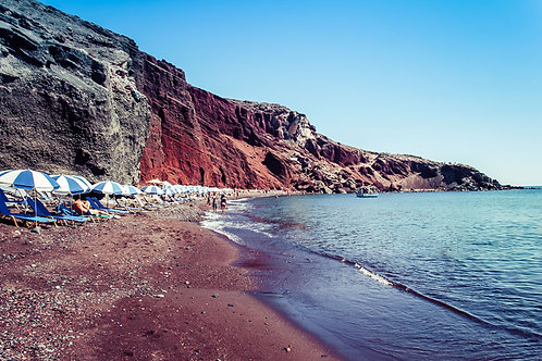 Beach Days in Santorini | Red Sand Beach in Santorini | Beach Photography | Tammy Riegel Photography