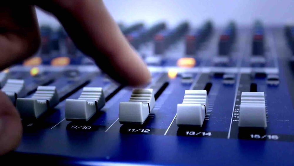 SoundBurst Studios | Mixing Engineer