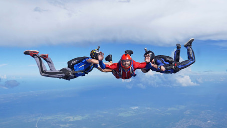 Gdzie zrobić kurs AFF, czyli najlepsza szkoła spadochronowa.