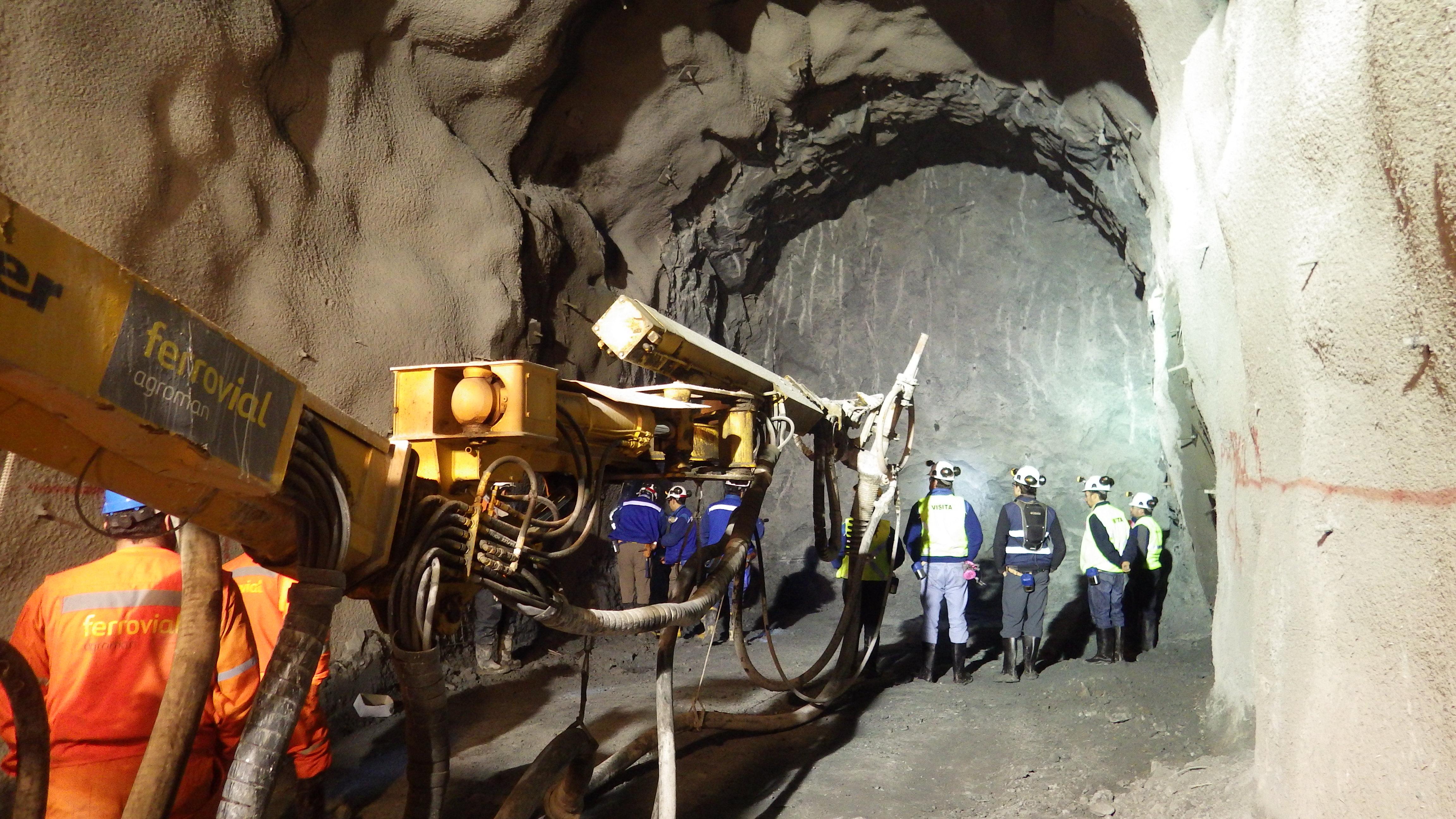 Intermediate access tunnel