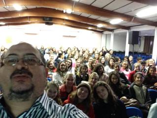Pablo Morenno na EE Estadual Cairu, de Santa Rosa. Alunos do Magistério.