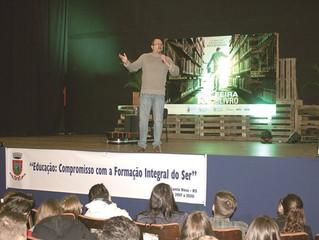 Pablo Morenno é homenageado na feira do livro de Santa Rosa