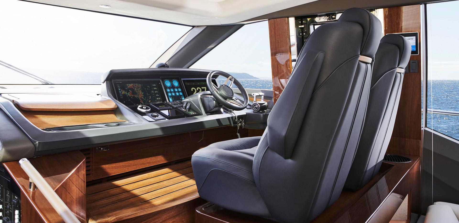 v78-interior-helm-walnut-gloss.jpg