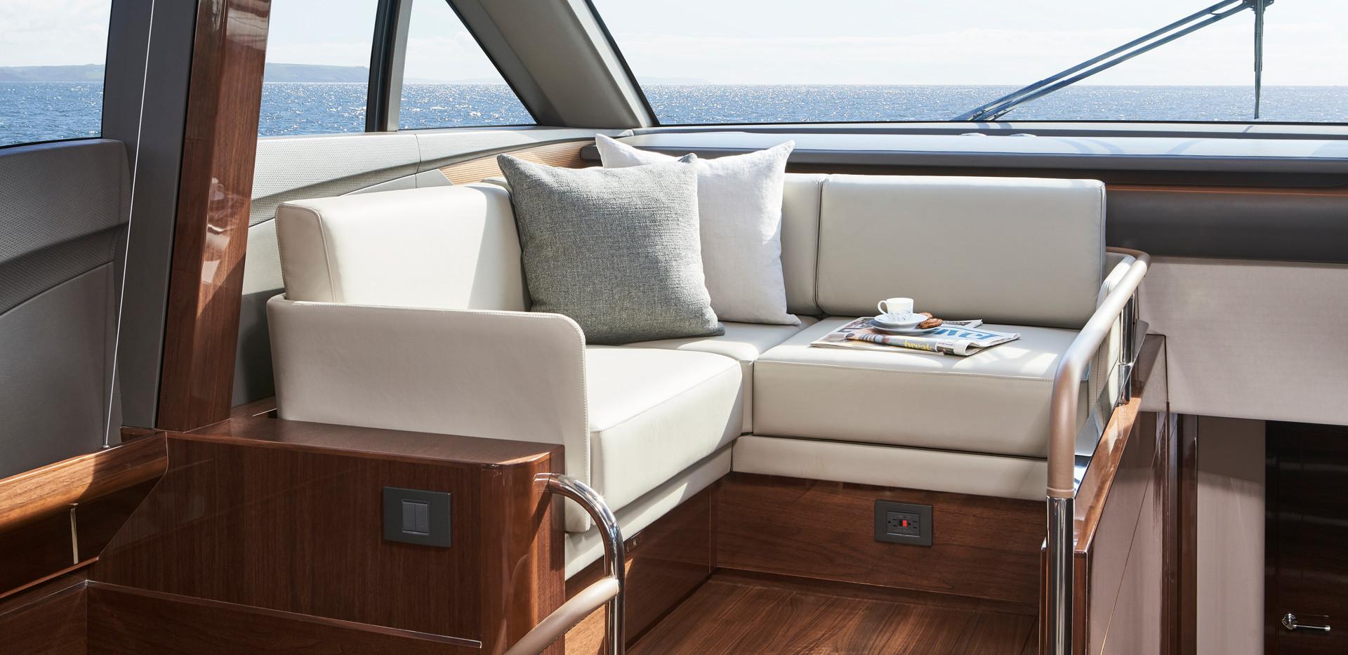 v78-interior-helmside-seating-walnut-glo