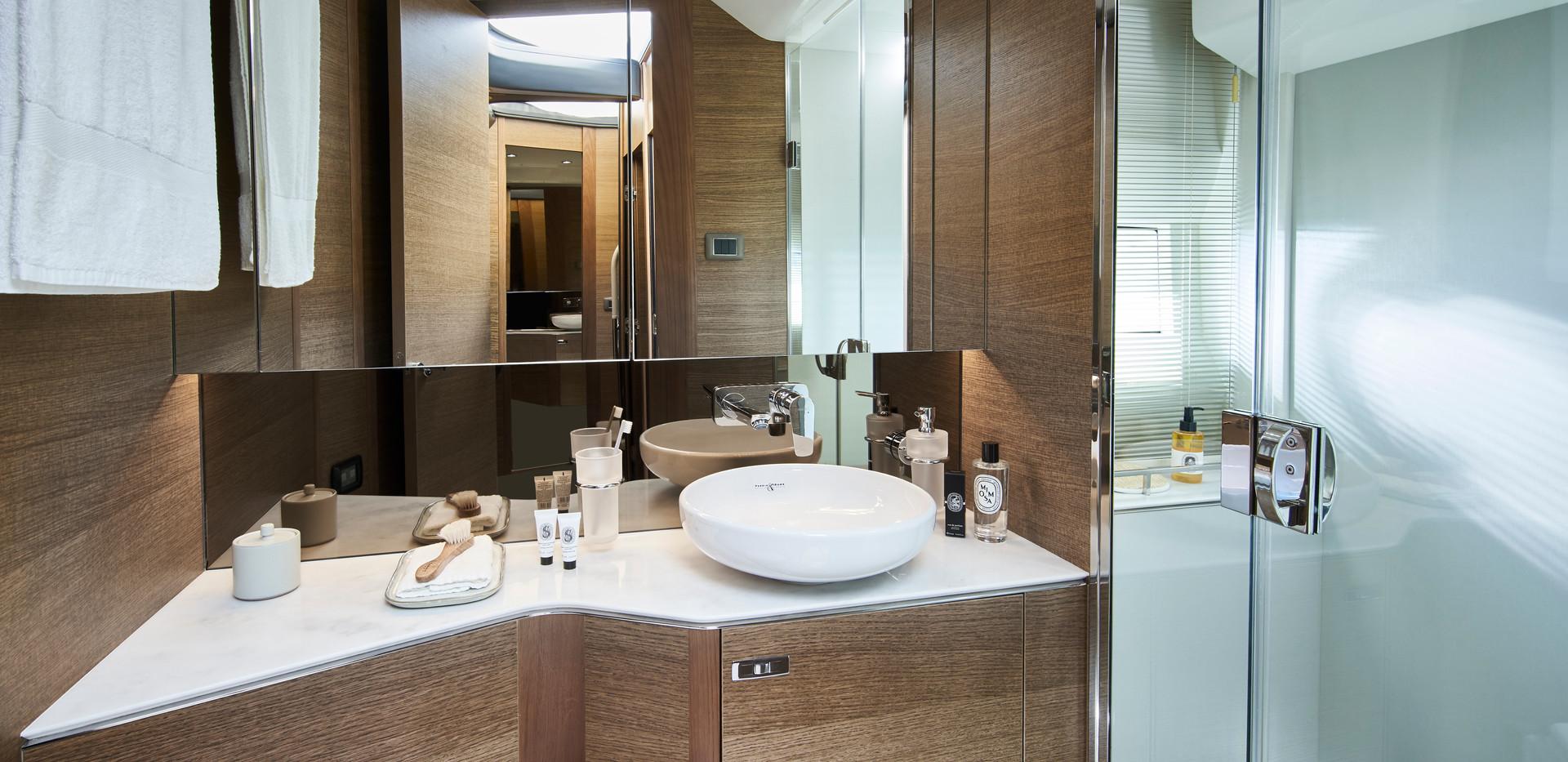 f45-interior-forward-bathroom-rovere-oak