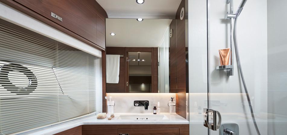 y78-interior-port-cabin-bathroom-walnut-