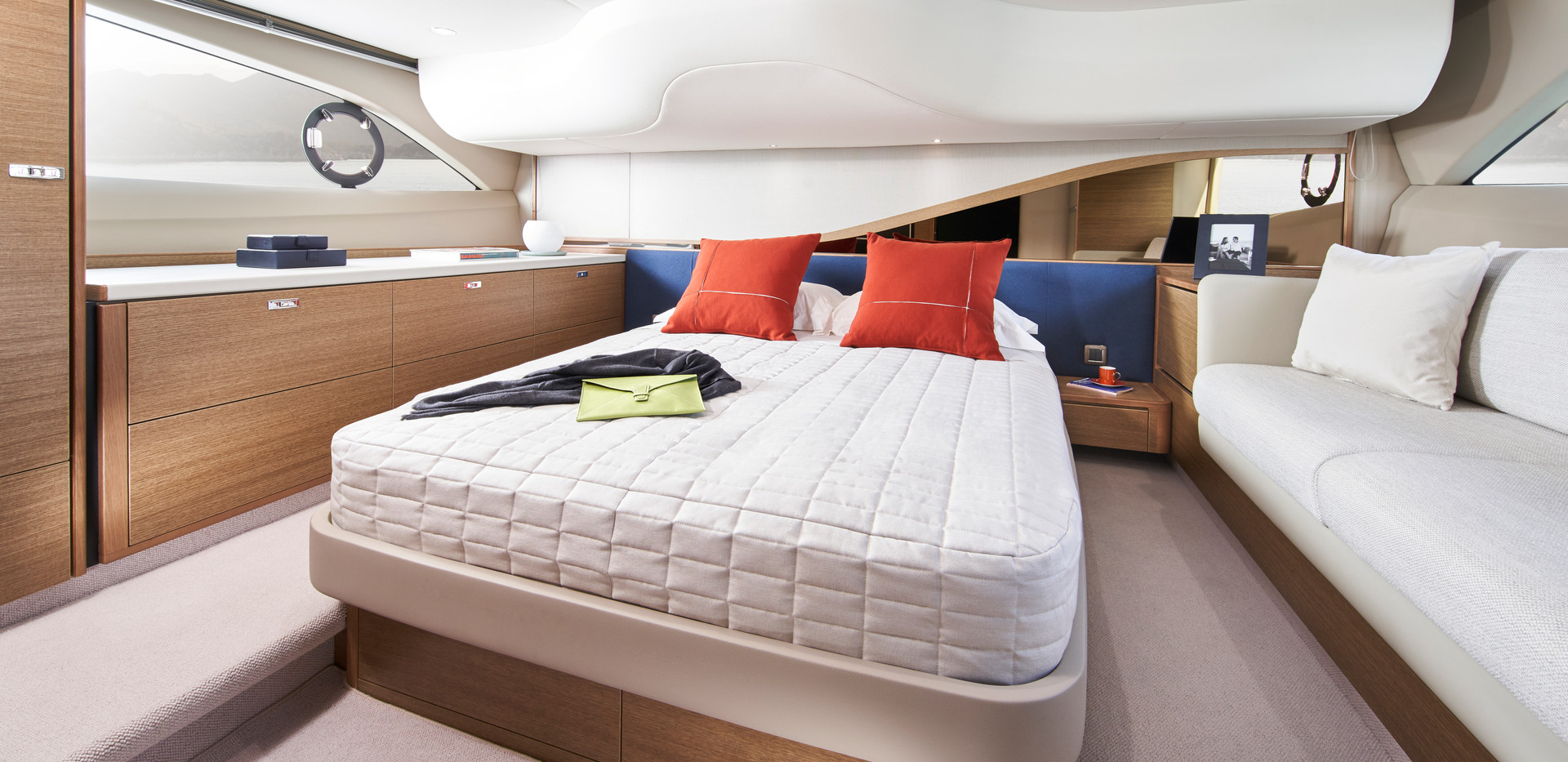 f45-interior-owners-stateroom-rovere-oak